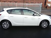Vauxhall Astra 1.4 petrol MOT next year Novembre cheap insurance and road tax