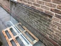 Glass shower screen with return