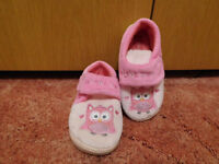 size 8 girls pink owl slippers velco straps