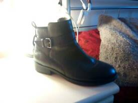 Dune leather boots size 4,5, black.