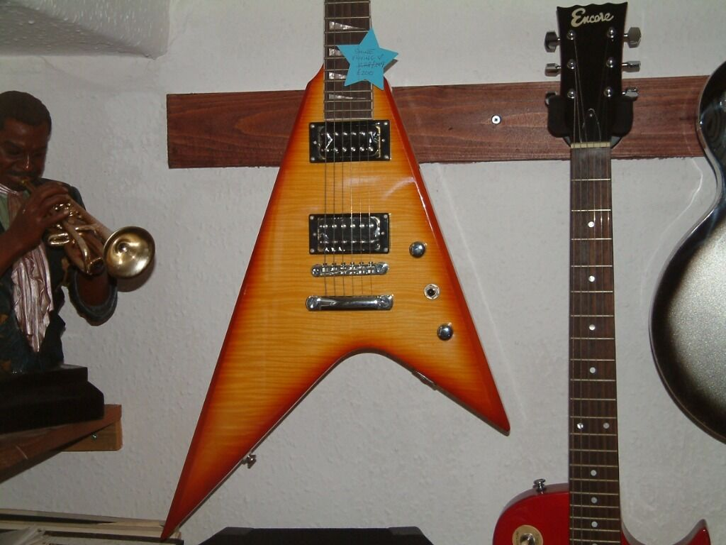 New Shine Shark Fin Flying V Guitar In Hengoed
