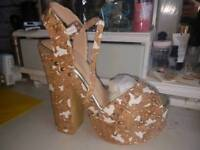Size 6 AX Paris wedge
