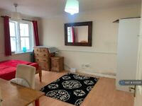 1 bedroom in Mile End Road, London, E1 (#1035011)