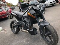 2010 KTM Duke 690 Black Enduro Naked - Petrol Single cylinder