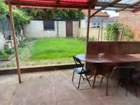 3/4 BEDROOM HOUSE WITH REAR GARDEN AND DRIVE WAY IN KINGS BURY NEAR A5 AND KINGS BURY STATION