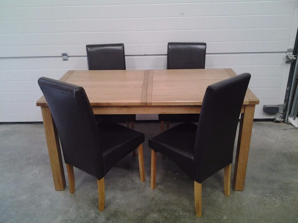 Ex display extendable dining table & 4 choc brown chairs. Less 1/3 shop price. Can delivery.