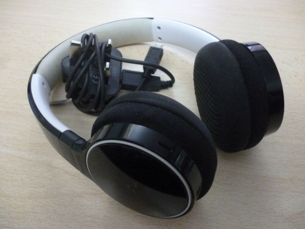 52faab4e264 quality philips shb9100 wireless bluetooth headphiones & charger,only one  ear pad has a minor ware.