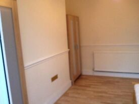 Double room to rent for a professional in Mitcham including bills
