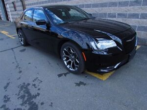 2016 Chrysler 300 S/LEATHER/SUNROOF/LOADED/SPORTY