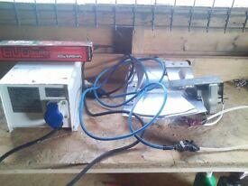 2 x 600 grow lights + bulb and 1 x 400 + bulb + feed
