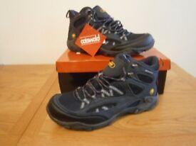 Mens Walking / Hiking Boots.