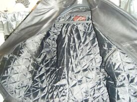 Mens Black Leather Motorbike / Motorcycle Jacket XL (small fitting) Brand New