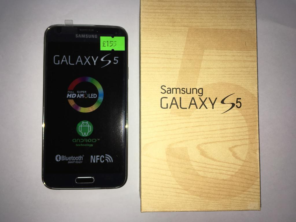 New Samsung Galaxy S5 Unlocked With Accessories
