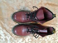 ** DOC MARTEN BOOTS SIZE 5 - LIKE NEW **