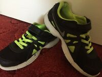 Nike trainers(size2)in good condition