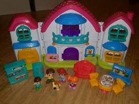House & Family Play Set