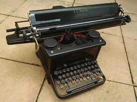 Old LC Smith & Corona of Canada Typewriter, Black, Working order, Excellent Condition