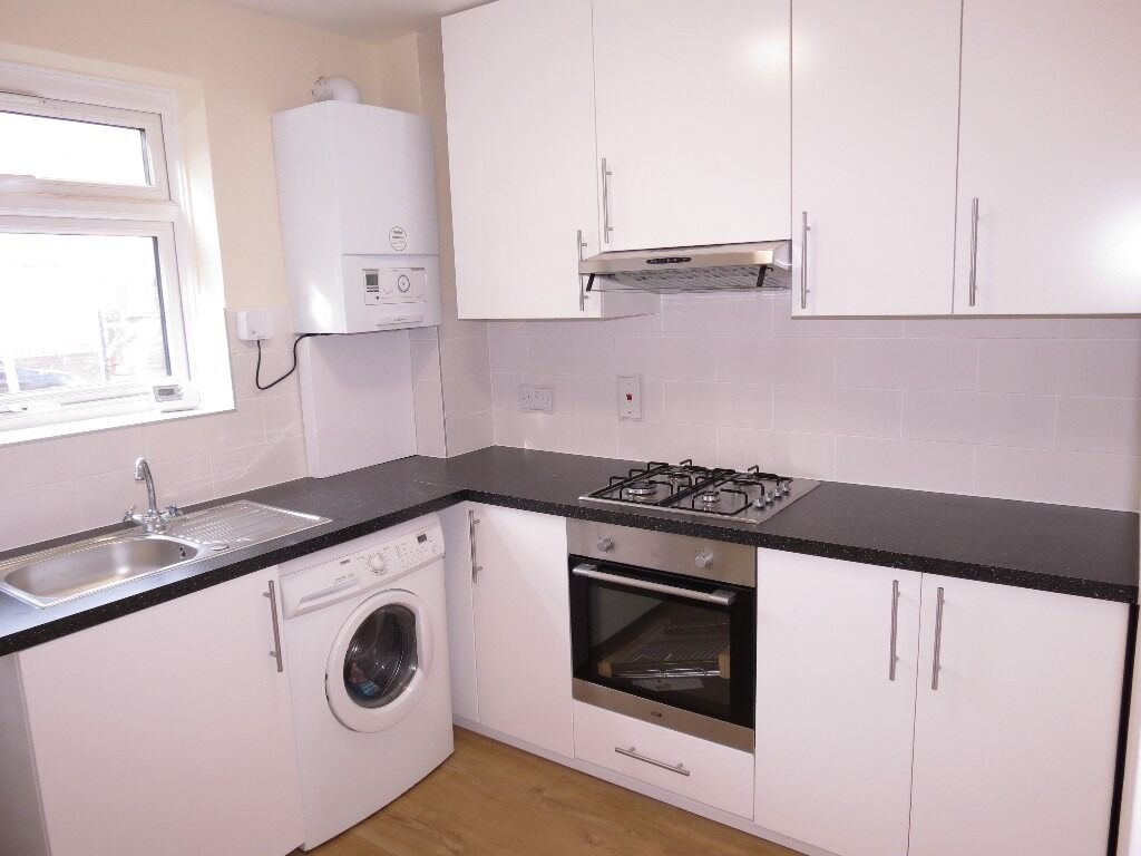 DONT MISS IT!!! NEW KITCHEN AND BATHROOM!!! 2 Double Bedroom Flat in The Heart of Wimbledon!!!!