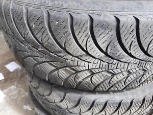 4 pneus d'hiver 225/65R17 Gooyear Ultra Grip Ice WRT. 40% d'usure, mesure 7-7-7-8/32.
