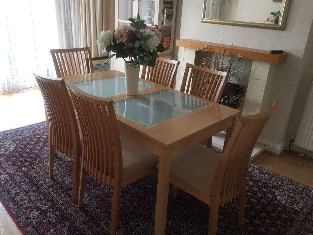 Light oak modern dining room set comprising of extendable table and 6 chairs as
