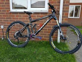 Vitus Gravir Full Suspension Mountainbike - Medium/Large - Tons of upgrades