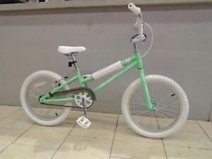 "Vélo Haro 18"" - Neuf - Prix régulier 285$+TX - Spécial 187$+Tx"