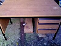 desk office, 3 drawer in great condition