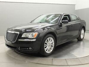 2014 Chrysler 300 AWD MAGS TOIT PANO CUIR West Island Greater Montréal image 1