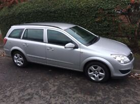 Vauxhall Astra Estate, Metallic Silver, Automatic, Parrot CK3100 Bluetooth Kit fitted. Cheap Car