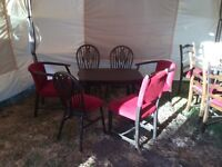 BAR OR PUB FURNITURE, 5 CHAIRS AND TABLE. EXCELLENT CONDITION.
