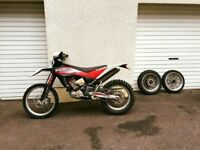 Husqvarna TE 449 2013 Dual sport Motorbike for sale all road gear included.