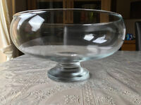 12x Clear glass bowls - ideal for table décor and centre pieces