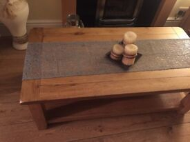 Coffee table from Cargo, runners, tablecloth