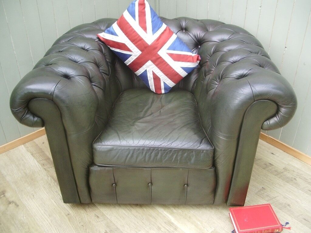 Stunning Green Leather Chesterfield Clud Chair.