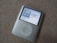Apple iPod Nano - Silver - 4GB - MP3 Player