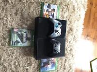 Xbox one 4gb drive 2 controllers