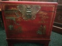 BEAUTIFUL VINTAGE ORIENTAL CHINESE RED LACQUERED STORAGE BOX