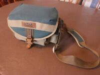 TOWN & COUNTRY CAMERA BAG - MEDIUM