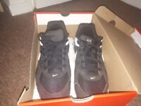 Nike Air Max Black/White trainers Size 7