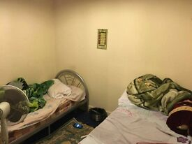 ROOM TO RENT.MIDDLE SIZE.FOR SINGLE OCCUPANCY.350 INC BILLS,NO PETS,NO PORK,NO DRUGS,FRIENDLY PPL!!!