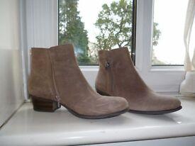 clarkes suede boots size 5