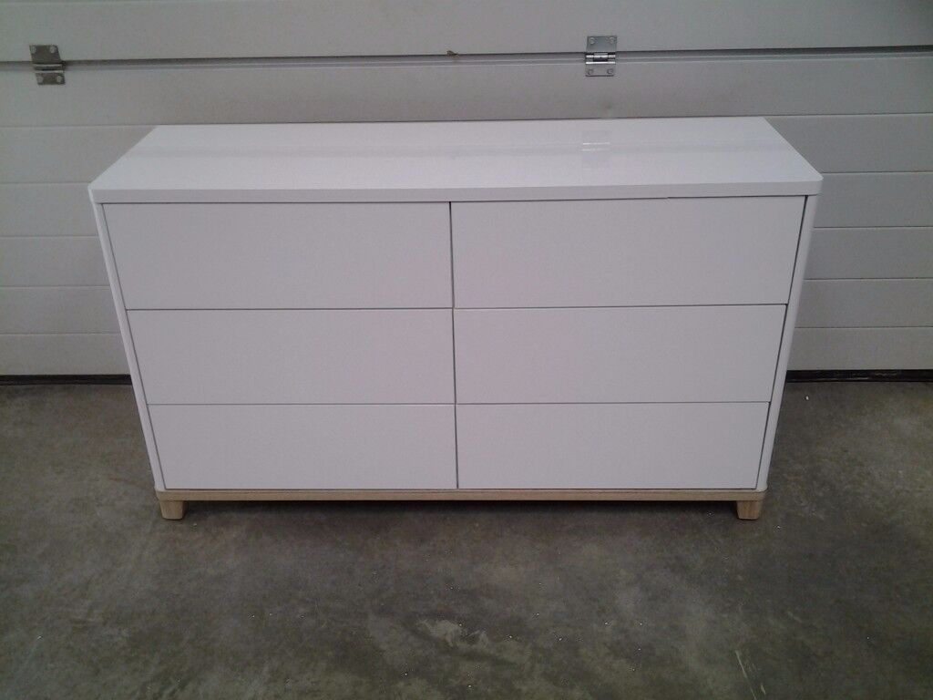Ex display Excellent Less 1/2 shop SALE price. White GLOSS chest drawers. Can deliver.