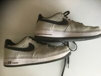 MENS SIZE 9 AIR FORCE 1 NIKE AIR TRAINERS