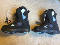Vans Encore snowboard boots ladies size 4.5 boa lace system. Used a few times.