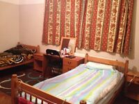 Double room to share in Headley Way