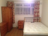 A LARGE DOUBLE ROOM FOR RENT NEAR CANNING TOWN UNDERGROUND