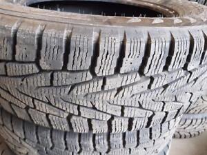 4 pneus d'hiver 225/65/17 Nokian Hakkapeliitta7 SUV. 20% d'usure, mesure 10/32.