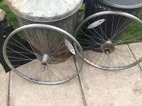 Saracen mountain bike wheels with quick release