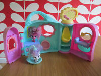 LOVELY LITTLEST PET SHOP FRIENDS PLAYSET - TWO PETS & A FEW ACCESSORIES