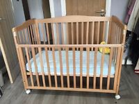 BEDSIDE BABY COT WITH 2 HEIGHT POSITION.
